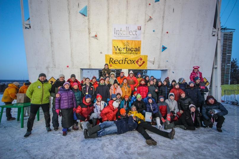 Главные отечественные ледолазные старты сезона финишировали в городе Кирове в минувшие выходные – чемпионат и первенство России по альпинизму. Всем было что доказывать и что терять…, изображение №1
