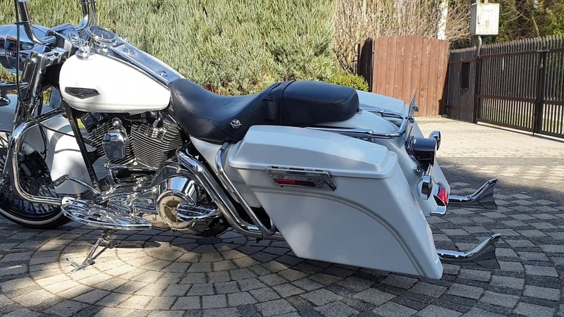 Road King Harley Davidson FLHR 2002 Classic Bagger Fishtail exhaust White pearl