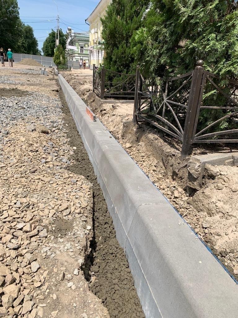 В городе Таганроге продолжается реконструкция улицы Петровской