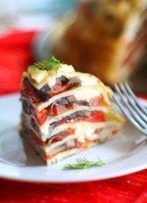 «Блинный пирог с помидорами, грибами и сыром»