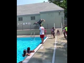 Мастер класс по прыжкам в бассейн