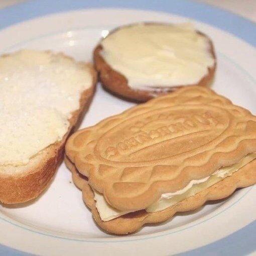 Вот самые вкусные сладости моего детства Батон с сахаром - это шедевр