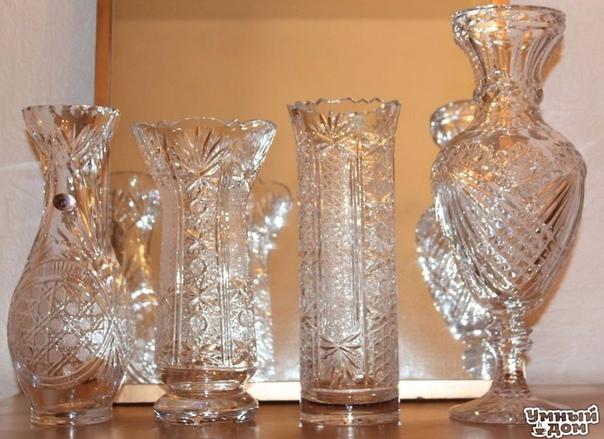 Очищаем вазы с узкими горлышками Смешайте соль, мыло и немного теплой воды и залейте смесь в бутылку, хорошо встряхните несколько раз. Сполосните под струей воды. При необходимости всю процедуру