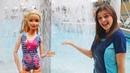 Кен потерял шорты Тойклаб ищет подсказки в аквапарке! Видео для девочек про кукол Барби