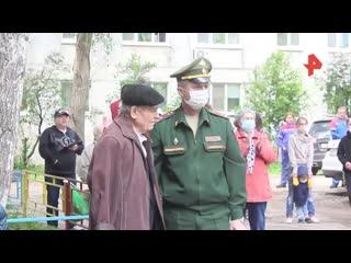 Военные устроили концерт ко дню рождения фронтовика в Самаре