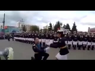 Парад Победы это не только марширующие солдаты и техника, но и вот такие неожиданные и красивые поступки!