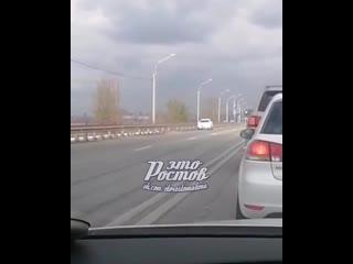 Водитель едет задним ходом около Тачанки -  - Это Ростов-на-Дону!