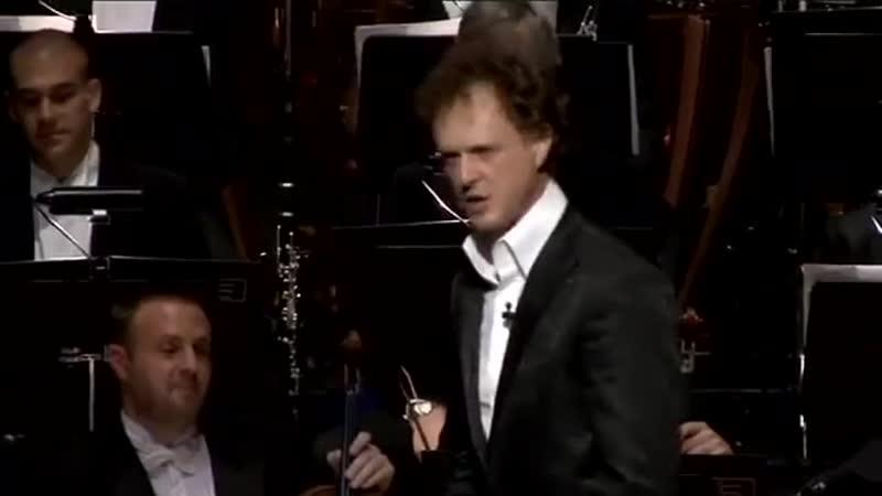 Райнер Герш исполняет свою музыкальную комедию и стендап с тасманийским симфоническим оркестром