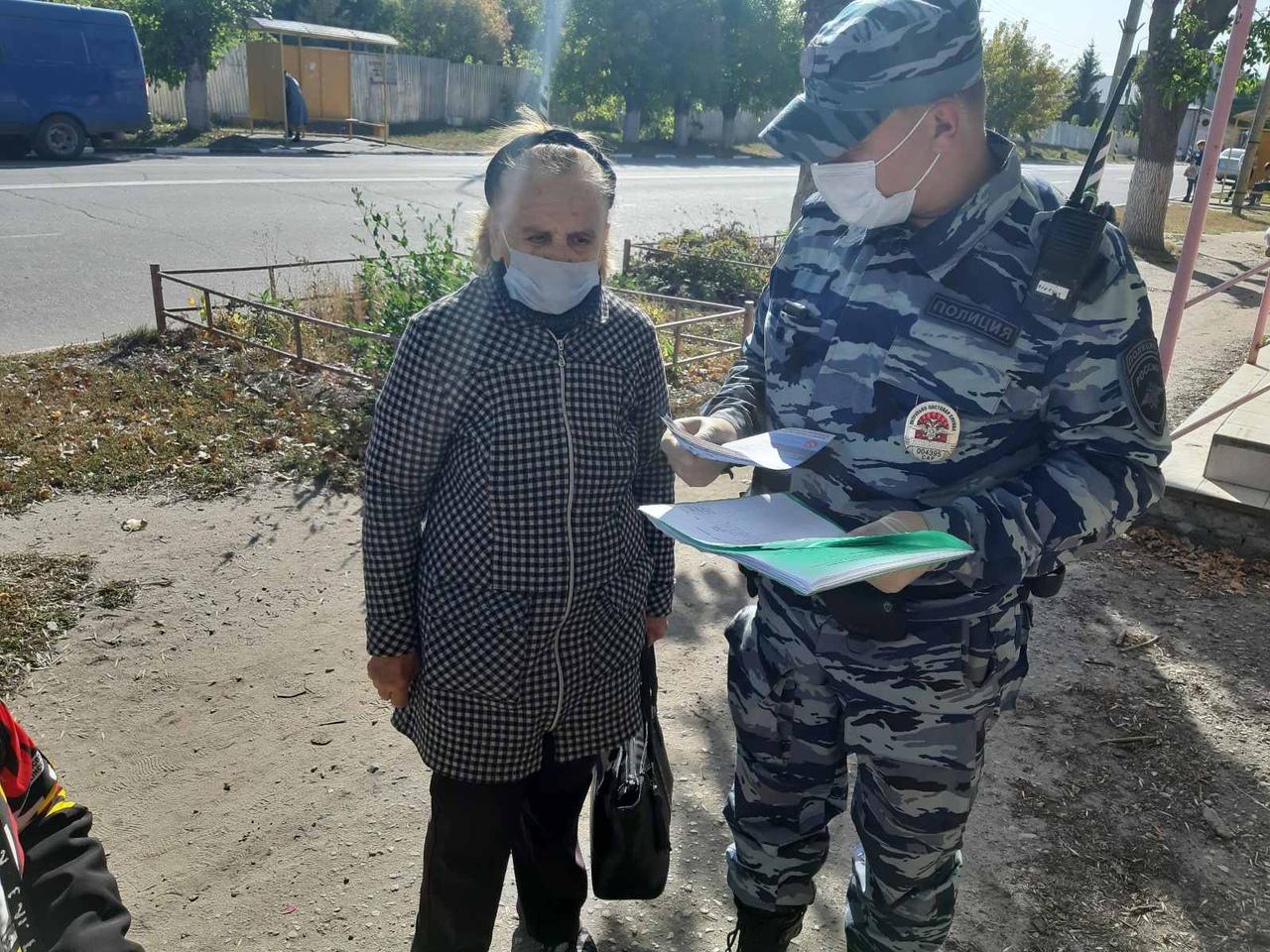 Петровские полицейские продолжают информировать жителей, как противостоять мошенникам