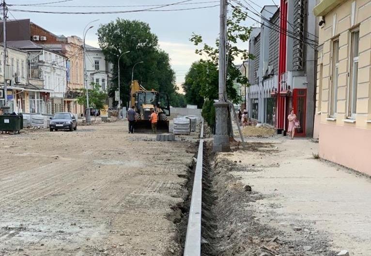 В Таганроге продолжается реконструкция улицы Петровской