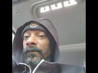"""Снуп Догг заперся в машине, чтобы послушать песню из """"Холодного сердца"""" NR"""