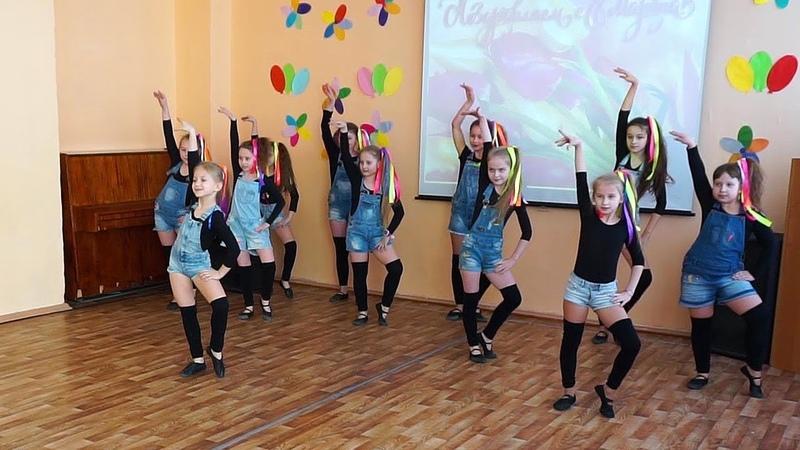 Танец Пеппи Длинный Чулок. ДЕВЧОНКИ СНОВА ЗАЖГЛИ на концерте в школе 7 марта 2019.