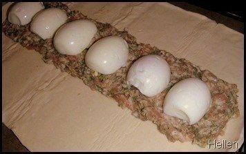 Мой любимый рецепт мясного рулета с яйцом Получается очень сочным и ароматнымНУЖНО:- фарш мясной 0,5-0,6 кг (зелень, специи по вкусу)- Готовое слоенное тесто 0,5 кг- Яйца варенные 3-4 шт.- Яйца