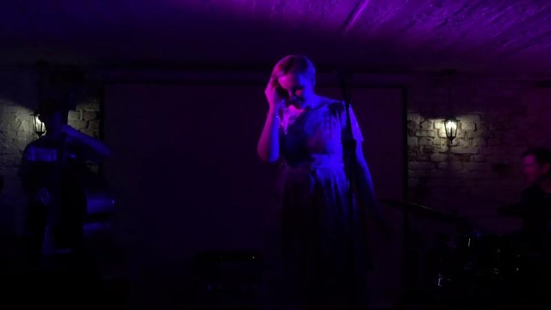 Самара Джаз джем сейшн в баре Парадная A Night In Tunisia Ангелина Дерен вокал Иван Акатов Москва