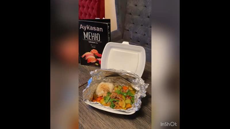 Свинина с хрустящими овощами с воздушной подушечкой из риса