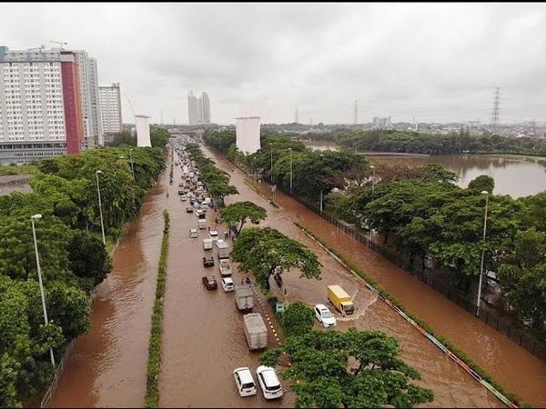 Torrential rain floods Jakarta Indonesia Jakarta Banjir Lagi