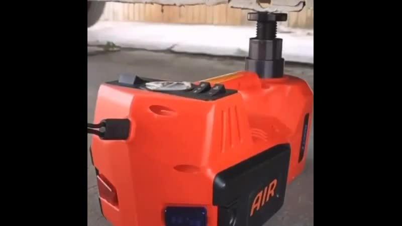 Электрогидравлический домкрат поднимает вес до 3 тонн