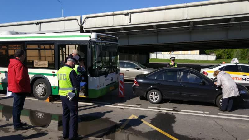 Два человека пострадали в ДТП с автобусом на западе Москвы