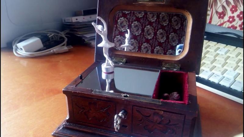 Антикварная музыкальная шкатулка с балериной. Swan Lake Antique Music Box