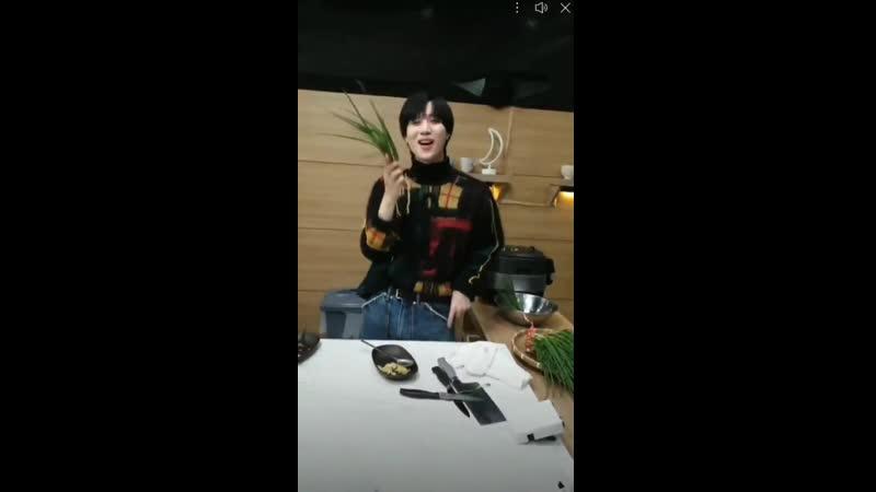 26102020 - Taemin dancing to MOVE with some chives ㅋㅋㅋ 태민 テミン @SHINee @superm