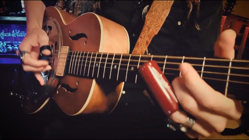 MOONSHINERS BLUES   Slide Guitar on the Mystery Resonator