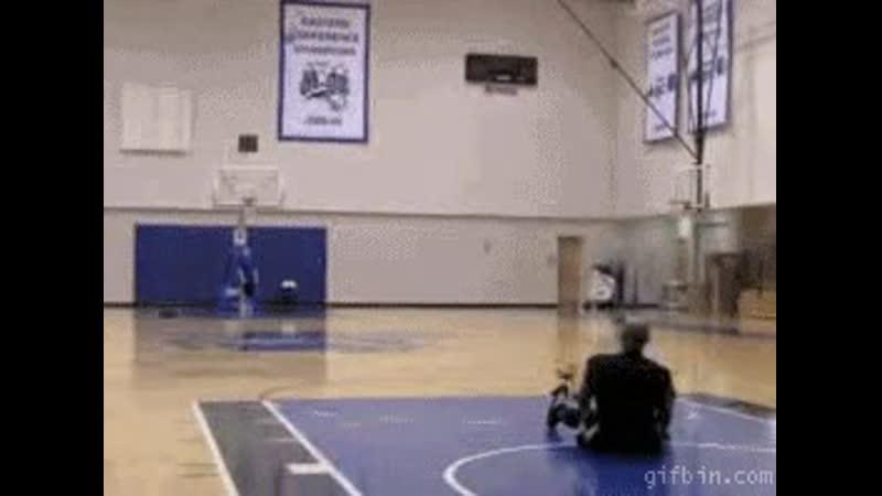 Vince Carter 86-foot shot sitting down