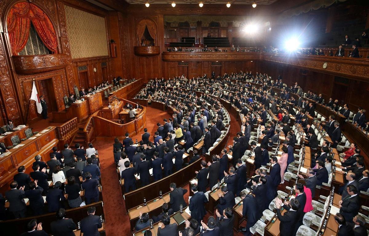 Депутаты Парламента Японии утвердили закон о снижении своего жалованья: в течение года все они будут получать на 20% меньше