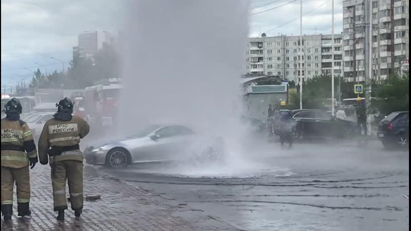 В Красноярске на 9 Мая произошел порыв трубы