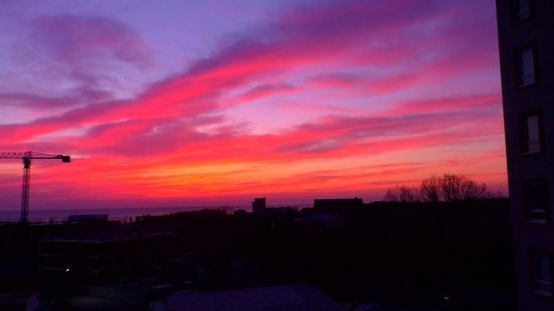 Сидим дома Красивейший закат из окна
