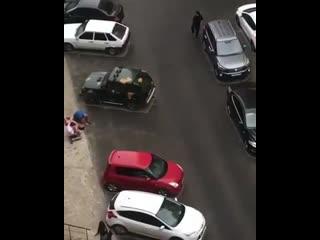 Голый мужчина выпал из окна третьего этажа в Ставрополе