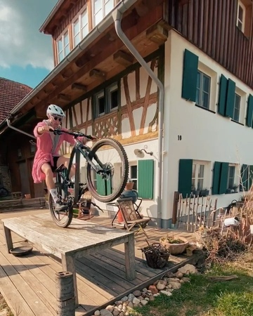 """KORBINIAN ENGSTLER on Instagram StayAtHomeBikeChallenge 🔥 stoked that so many people take part in the challenge 🤘🏽 let's gooo stay at home 🔥🔥🔥 📱 @ …"""""""