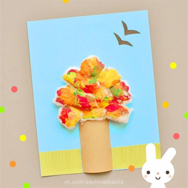 АППЛИКАЦИИ ИЗ ВАТЫ «ВРЕМЕНА ГОДА» Для маленькихПриклеиваем к цветному картону бумажные трубочки стволы наших игрушечных деревьев. Намазываем клеем и выкладываем крону из кусочков ваты. Осталось