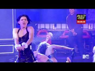 Том Холланд в образе Рианны в телешоу Lip Sync Battle