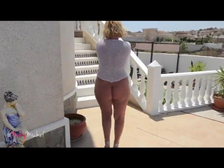 Зрелая сексуальная сорокалетняя блондинка мамка с толстой попкой милф sexy milf mature mom