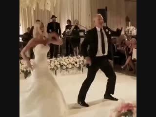 Заводной танец невесты и ее папы