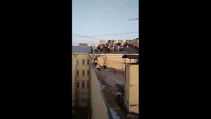 на крышах Питера)