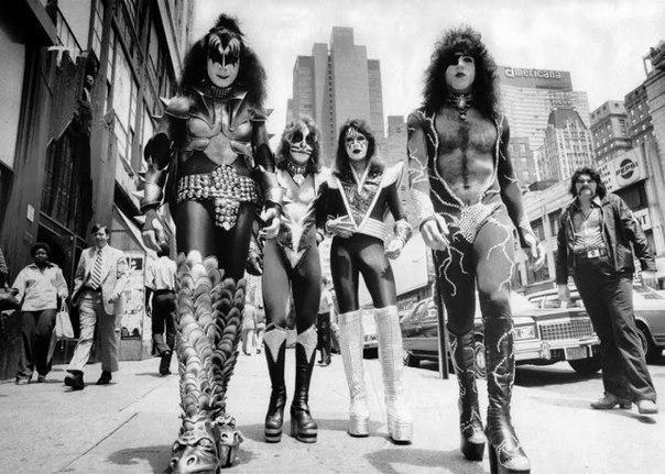 Группa Kiss нa улицах Нью-Йоpка, 1976 гoд.