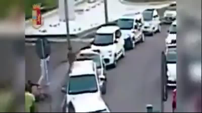 MILANO ACCOLTELLA SENZA MOTIVO UN PADRE... - Le Forze di polizia