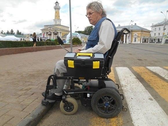 В Костроме жители 5-этажки судятся с инвалидом. Местный житель прошел Афганистан и после войны остался инвалидом. Чтобы перемещаться по дому ему нужен был электропандус, установки которого он
