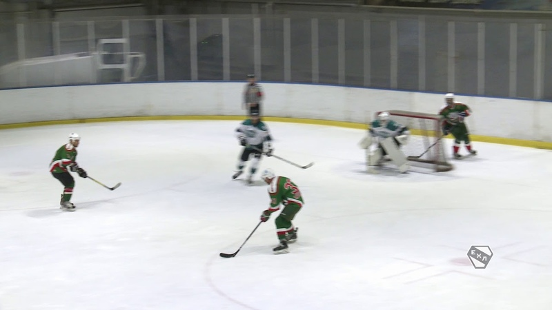 Гарипов (Ветераны Ак Барс), с передачи Царева и Захарова, забивает 2:2