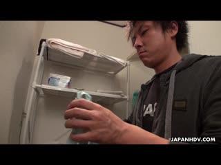 Shizuku Iori - Shizuku Iori rubs and sucks a client's cock in the shower - 15-10-2019