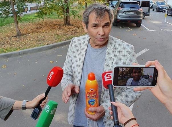 Пресненский суд Москвы отказал Бари Алибасову в возмещении ущерба после отравления «Кротом» Продюсер хотел получить 100 миллионов рублей от производителя средства для очистки труб и гипермаркета
