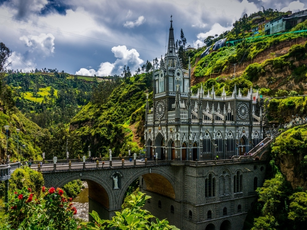 Мост, ведущий в церковь Лас-Лахас, Колумбия