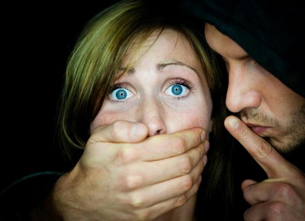 «Вежливый насильник» сел на 10 лет за нападения на россиянок В Калужской области осудили «вежливого насильника», жертвами которого стали шесть местных жительниц.По данным издания, насильник