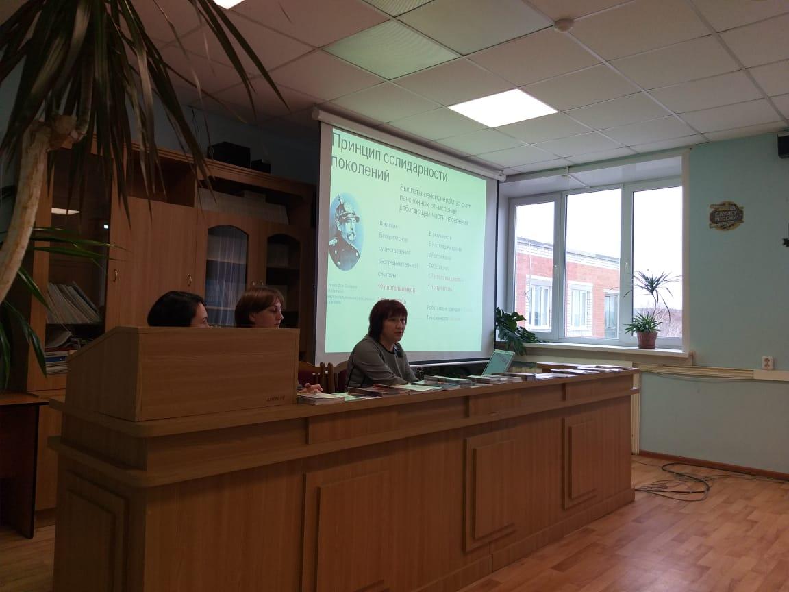 Специалисты Управления Пенсионного фонда в Волжске начали проводить уроки пенсионной грамотности со школьниками и студентами