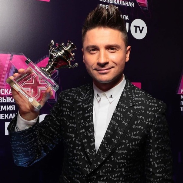 Сергей Лазарев победил в номинации Лучшее видео за клип Сдавайся! Заслуженно, я считаю.