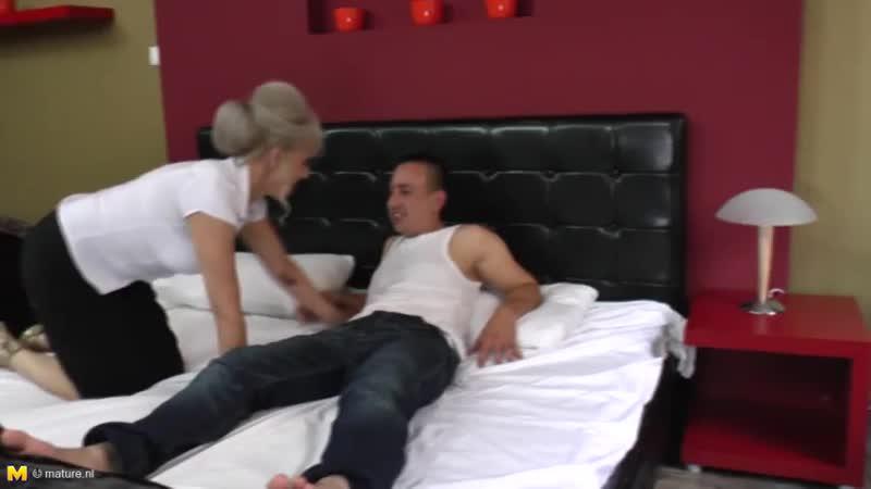 Ilone G. Пацанчик делает куни и дрючит бабулю с волосатой пилоткой. mature woman mom mother granny hardcore fuck hairy pussy sex
