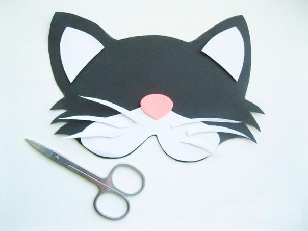 Маска из бумаги «Котик» понадобится:плотная бумага либо картон белого, розового и чёрного цвета, клей либо двухсторонний скотч, резинка, ножницы, простой карандаш.ход работыНарисуйте мордочку