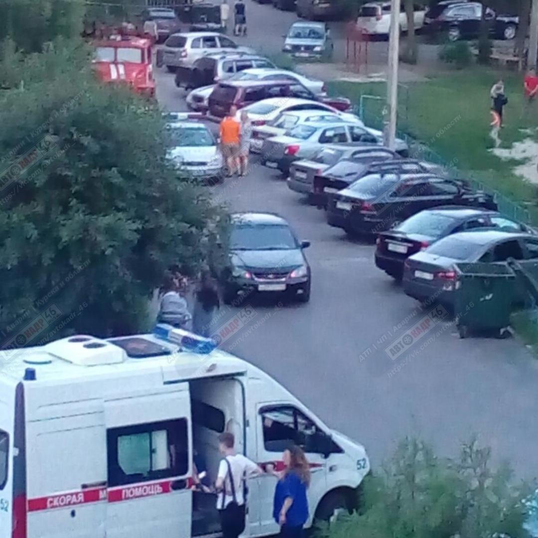 Во дворе курской многоэтажки «Шевроле» сбила 5-летнюю девочку