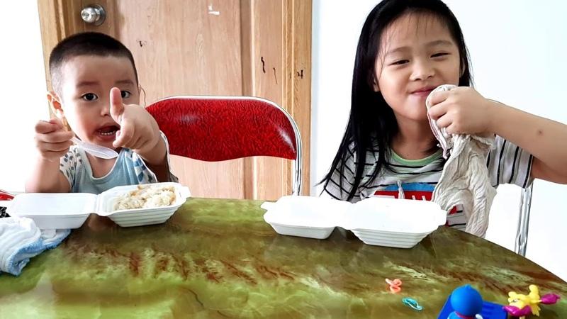 Gia Linh bất ngờ với phần thưởng thì ăn xôi nhanh là một cốc sữa